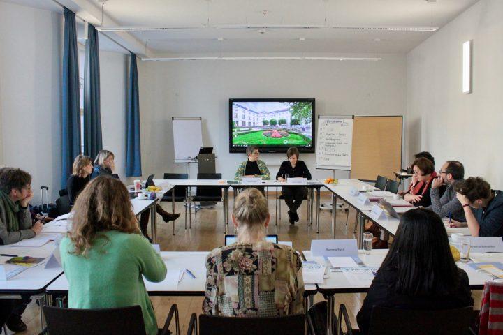 Blick in den gefüllten Seminarraum beim Expert_innenworkshop